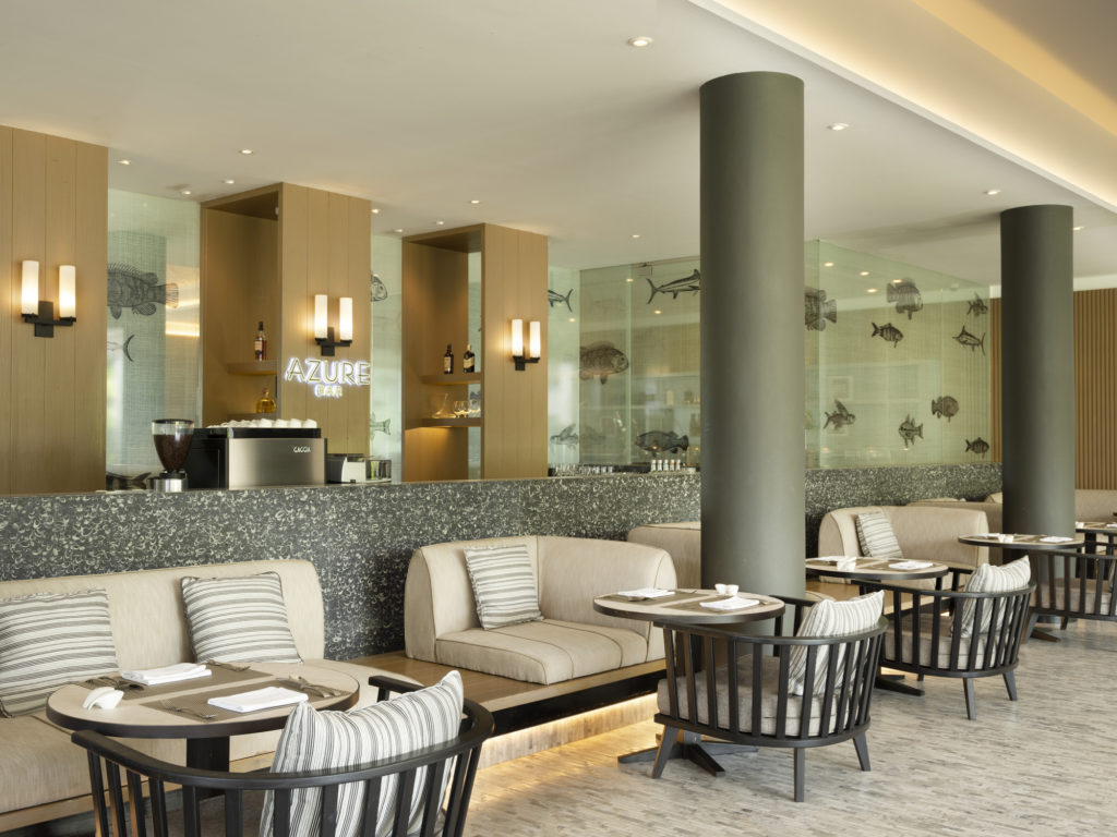 Azure bar- garden view-theshellseakrabi-luxuryresort